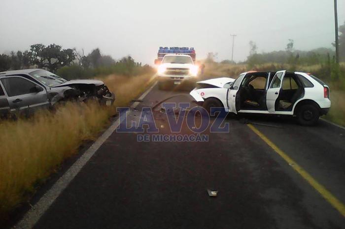 Foto: La Voz de Michoacán. El accidente se registró en la carretera Coeneo-Comanja.