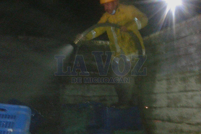 """Foto. La Voz de Michoacán. """"Cebollitas""""-provocan-incendio-en-casa-de-lámina-de-cartón-y-madera"""