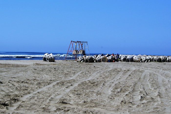 Foto: Carlos Casillas. Se inició la obra de 750 estructuras artificiales colocados en 20 hectáreas dentro de la zona costera de Barra de Piche.