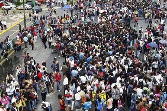 """Foto: Twitter El Universal. Protestan contra """"gasolinazo"""" en CdMx."""