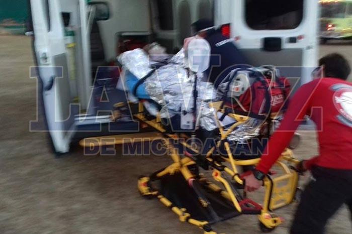 Foto: La Voz de Michoacán. 2-adultos-y-un-menor-quedan-malheridos-al-explotar-pirotécnia-que-llevaban-en-un-auto