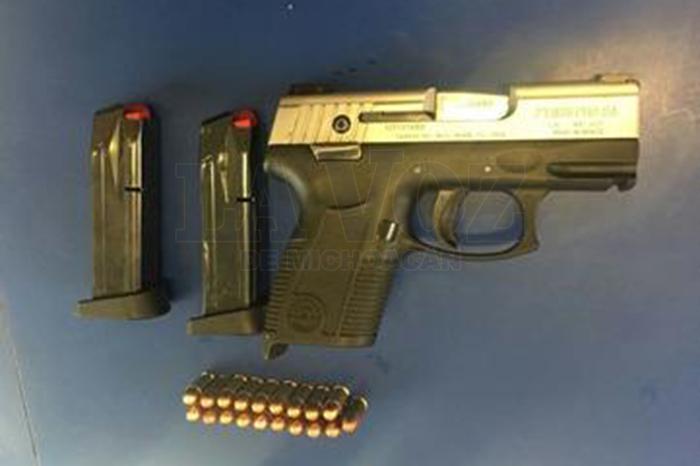 Foto: La Voz de Michoacán. Tres-detenidos-dos-armas-y-droga-aseguradas-durante-las-últimas-horas-en-Zamora