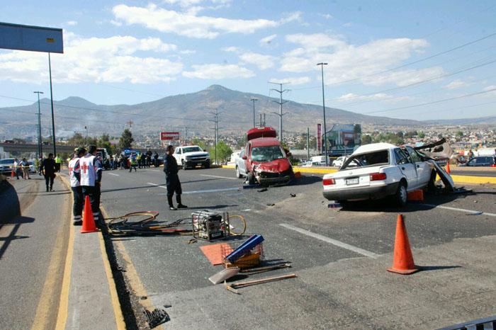 Foto: Christian Mallarini.  Autoridades investigan las causas del accidente.