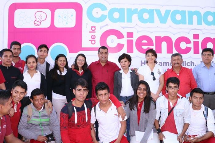 Foto: Cortesía. Elías Ibarra convocó a los estudiantes de Huetamo a aprovechar al máximo estas actividades.
