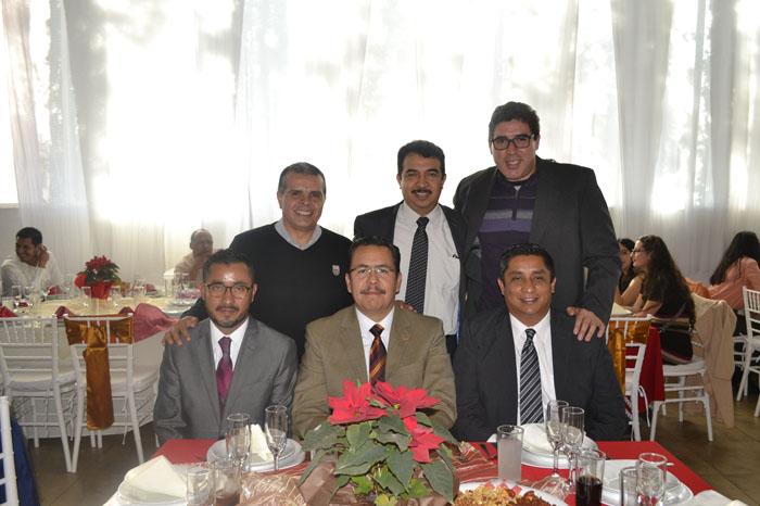 Foto: Adrián Bucio. 1) ABAJO (Jaime Rodríguez, Paulino Rivas (director del instituto), José Hernández) ARRIBA (Álbaro Merlos, Rafael Luna, Carlos Pacheco)
