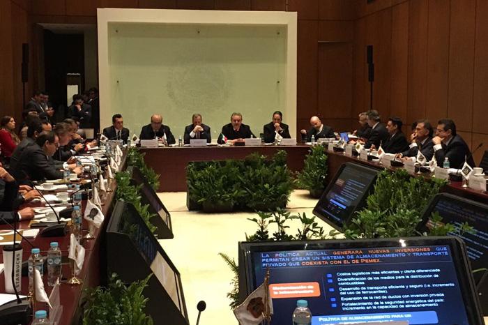 Foto: Twitter. A partir de este momento se instalan en sesión permanente las Comisiones de Hacienda y Energía.