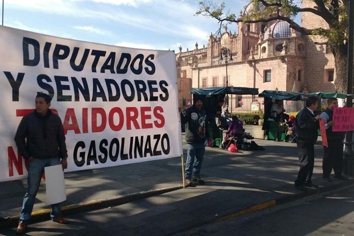 """Foto: Juan Bustos. Transportistas, en lucha contra el """"gasolinazo"""""""