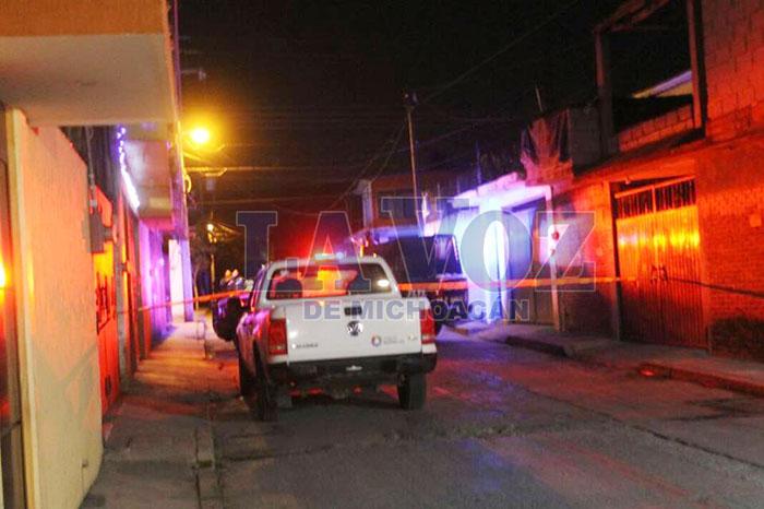 Foto: La Voz de Michoacán. En el pavimento se encontraban las víctimas que tenían un lazo atado al cuello.