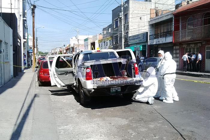 Foto: La Voz de Michoacán. Uno de los trabajadores de la construcción pereció dentro del hospital y el otro en la Explorer.