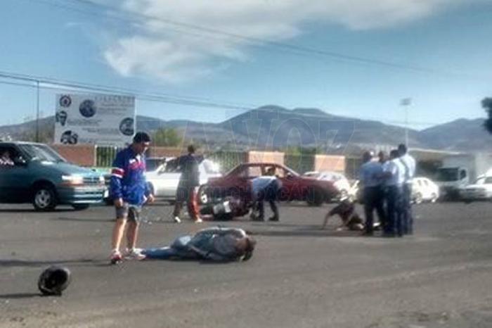 Foto: La Voz de Michoacán. Dos jóvenes quedaron heridos.