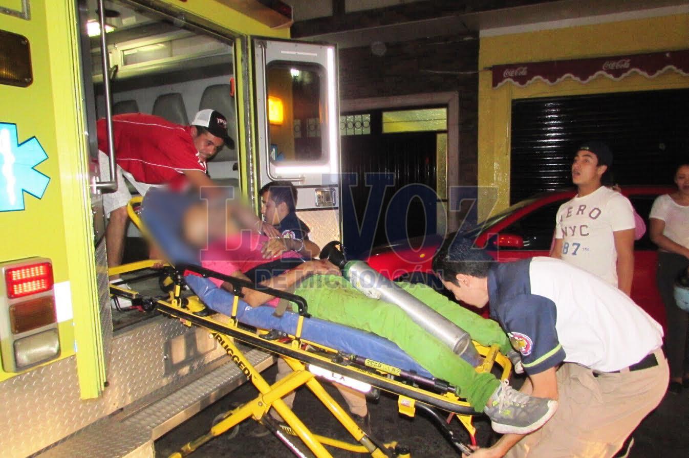Foto: La Voz de Michoacán. Un hombre fue atacado, los sujetos huyeron en moto.