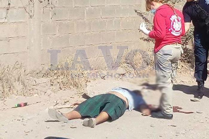 Foto: La Voz de Michoacán. Hallan un ejecutado en brecha de Lázaro Cárdenas.