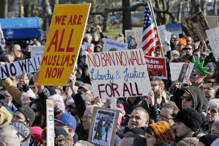 Foto: AP. Las manifestaciones exigen la liberación de los inmigrantes y refugiados detenidos.