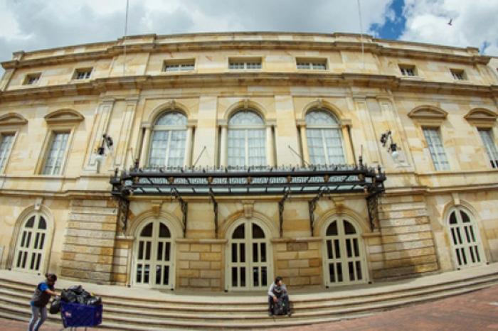 Foto: Notimex. Teatro Colon inicia 2017 con un recital de poesía colombiana.