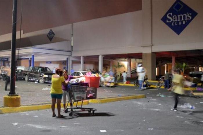 Foto: El Universal. Los saqueos en el Estado de México se redujeron durante la jornada de ayer, pero que aún preocupa la situación en Veracruz.