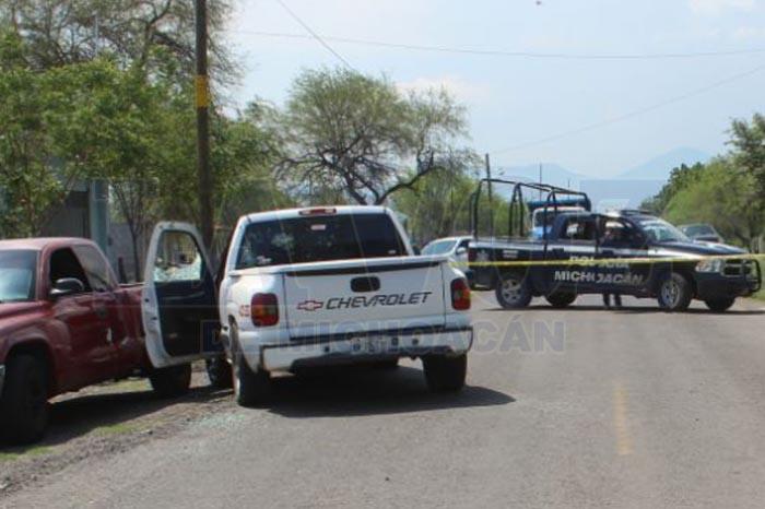 APATZINGÁN Acribillan a tiros a chofer de camioneta, en Apatzingán (1)