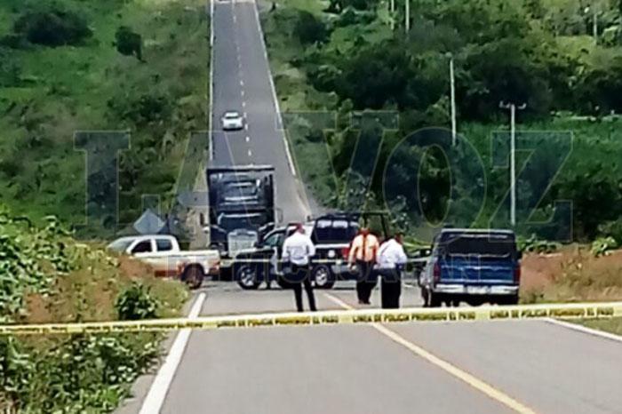 Ejecutan a dos ocupantes de una camioneta en los límites de Guanajuato y Michoacán