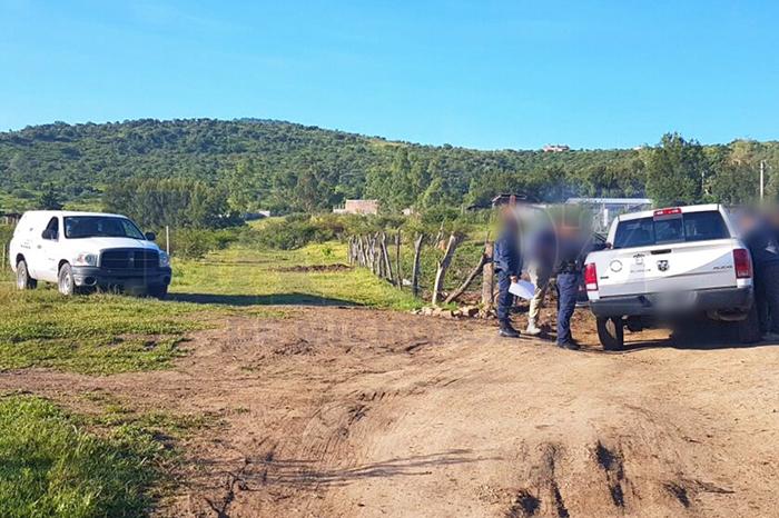 CONTEPEC Localizan tres cadáveres baleados al lado de una camioneta quemada