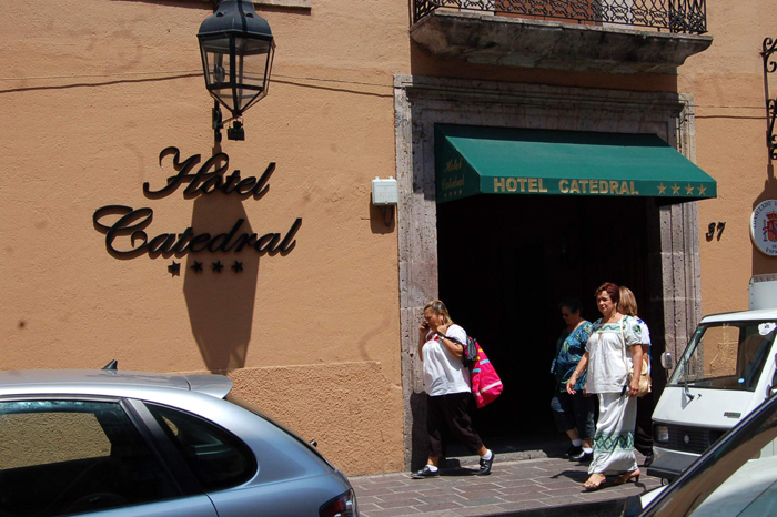 HOTELES (7)