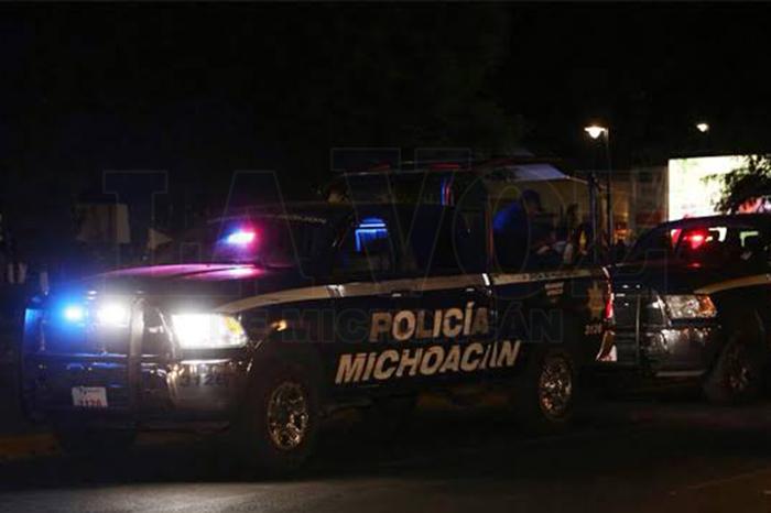 MORELIA Tratan de robar camioneta en la zona de Plaza Morelia y fracasan