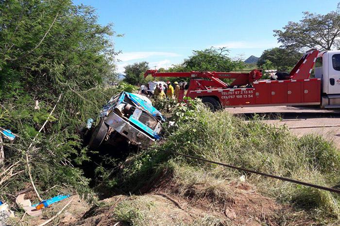 SAN LUCAS Muere guerrerense en volcadura de pipa en Michoacán (1)