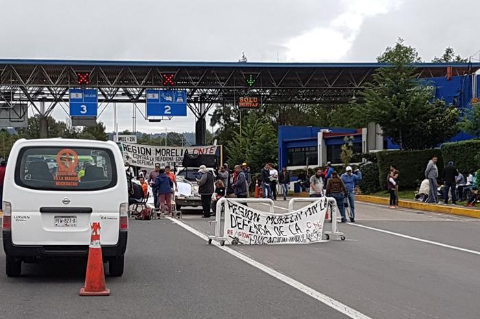 CNTE toma casetas de Michoacán