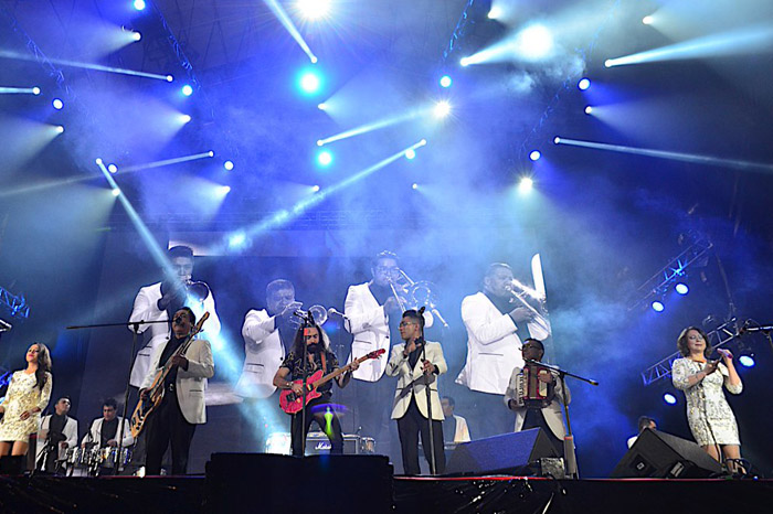 Músicos unen sus voces por México