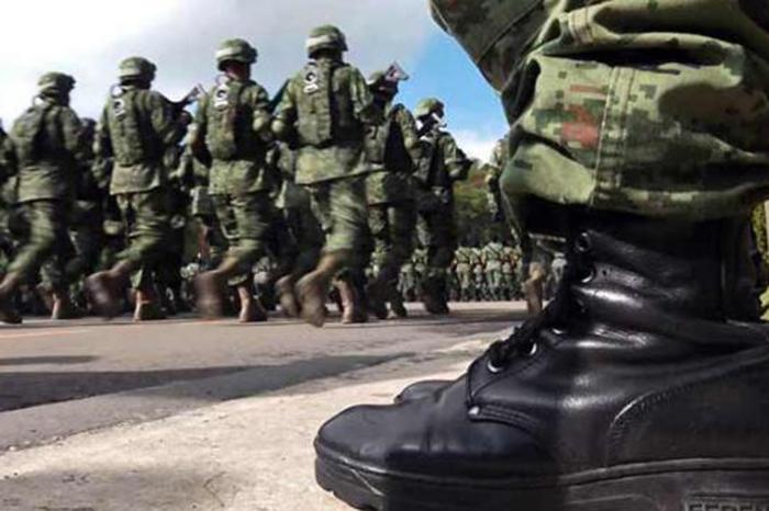 Militares arriban a refinerías en Salamanca para combatir robo de hidrocarburo.
