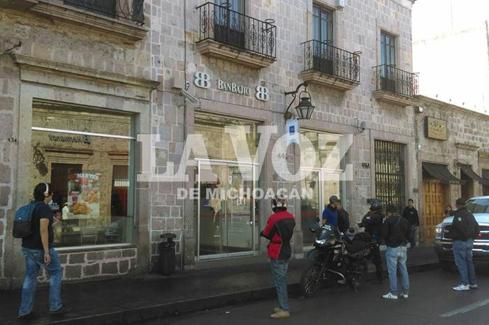 MORELIA Delincuentes asaltan BanBajío en el Centro Histórico de Morelia (5)
