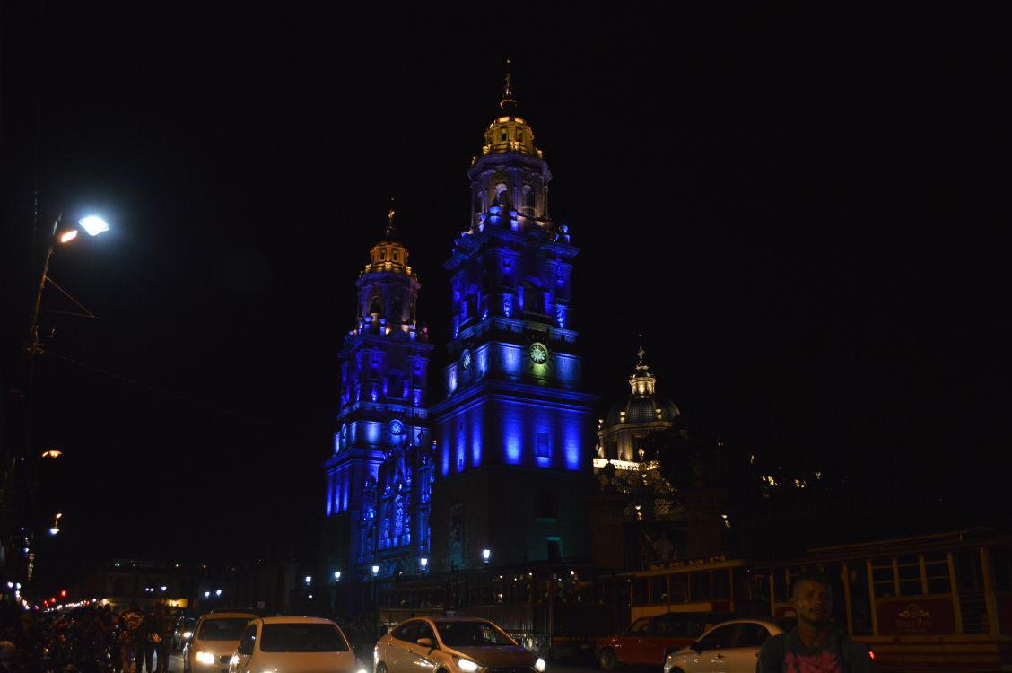 Renuevan iluminación de la catedral de Morelia