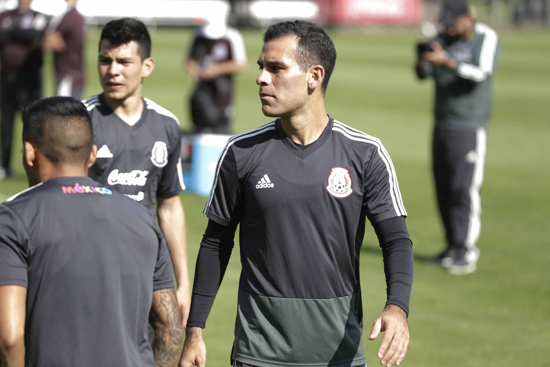 Rafael Márquez de contención y Gallardo de lateral, en sesión del Tri