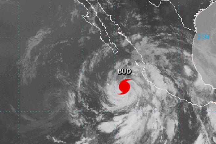 imagen-satelital-del-huracan-bud
