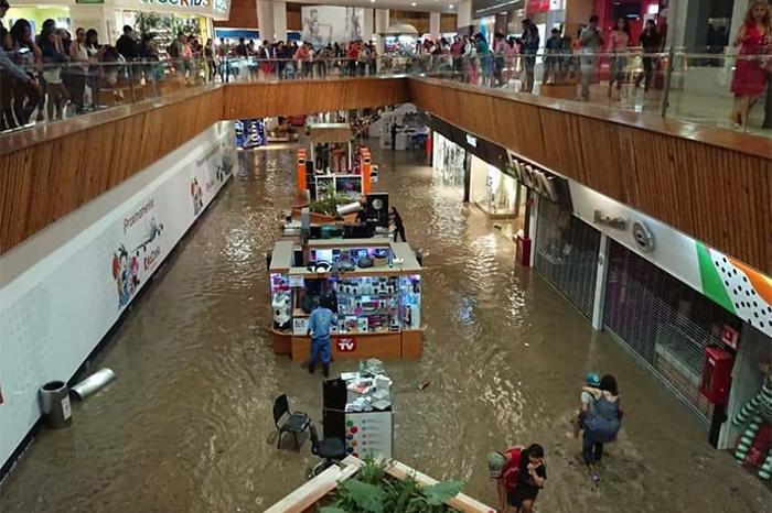Venta De Carros >> ¡Bajo el agua! Lluvia inunda Guadalajara : La Voz de Michoacán
