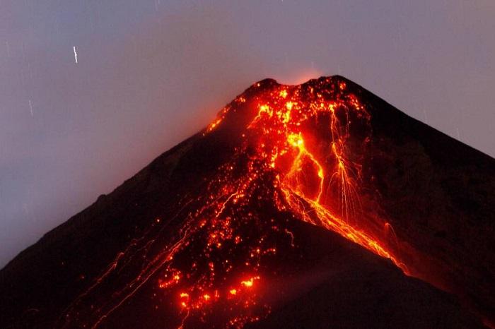 Decretan alerta roja y ordenan evacuaciones por Volcán de Fuego — Guatemala