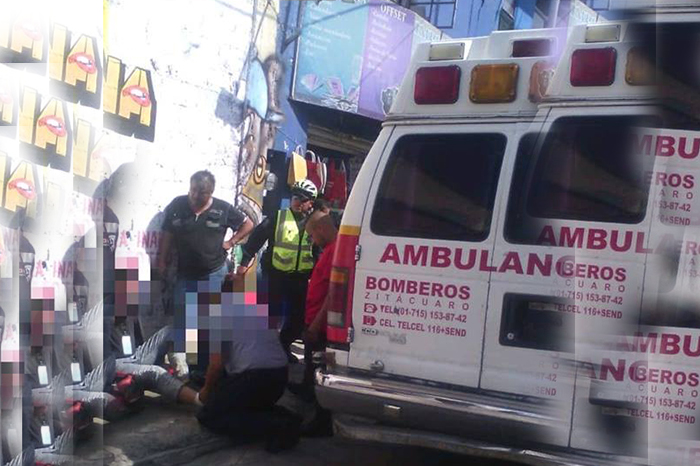 ZITÁCUARO Automóvil le arrolla un pie a transeúnte, en Zitácuaro (2)