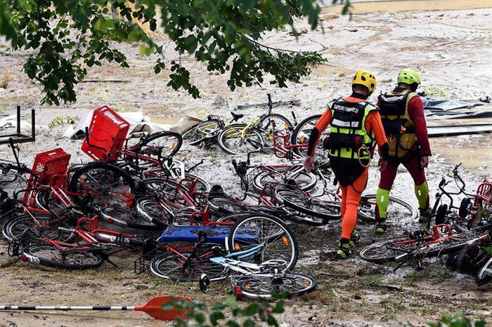 desalojan a familias en francia por fuertes lluvias