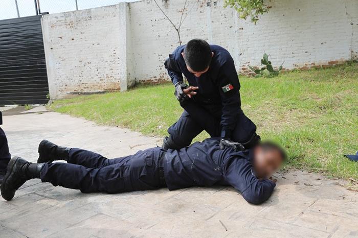 instruyeron tácticas de defensa personal y combate cuerpo a cuerpo