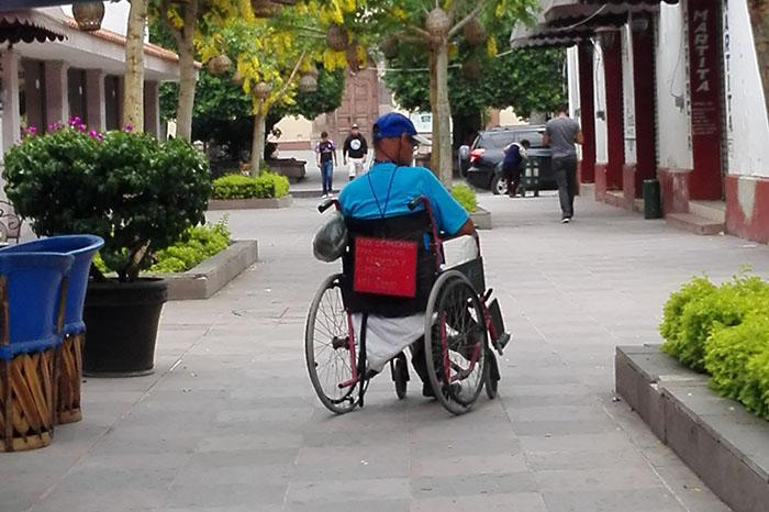 necesario respetar espaciones para personas con discapacidad