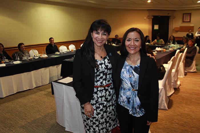 1 Rosa María Casimiro y Martha Carolina Rodríguez
