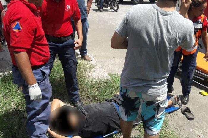 APATZINGÁN Camioneta impacta a motocicleta en Apatzingán hay 2 heridos (1) copia