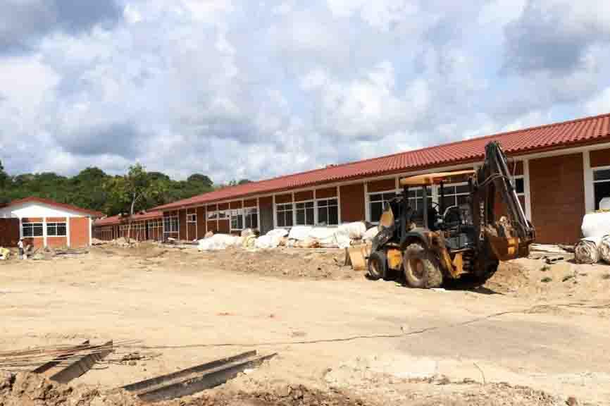 En Lázaro Cárdenas avanzan los trabajos de construcción del cuartel