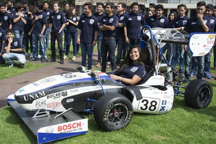 Estudiantes trabajan en diseño de autos tipo Fórmula 1