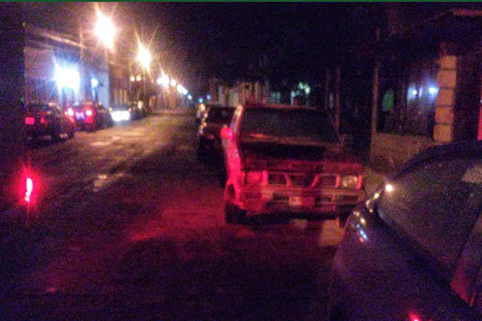 ZITÁCUARO Vuelca tráiler en la rúa Zitácuaro-Tuxpan (1)