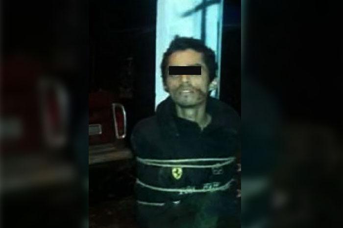 URUAPAN Presunto asaltante es atrapado, golpeado y amarrado a un poste