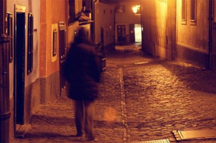 andas solo en la calle