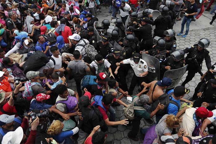 migrantes rompen valla