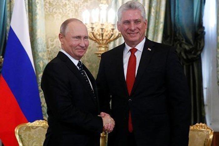El presidente Vladimir Putin se reunió con el ministro de Cuba en Moscú, en donde dialogaron de las relaciones de cooperación
