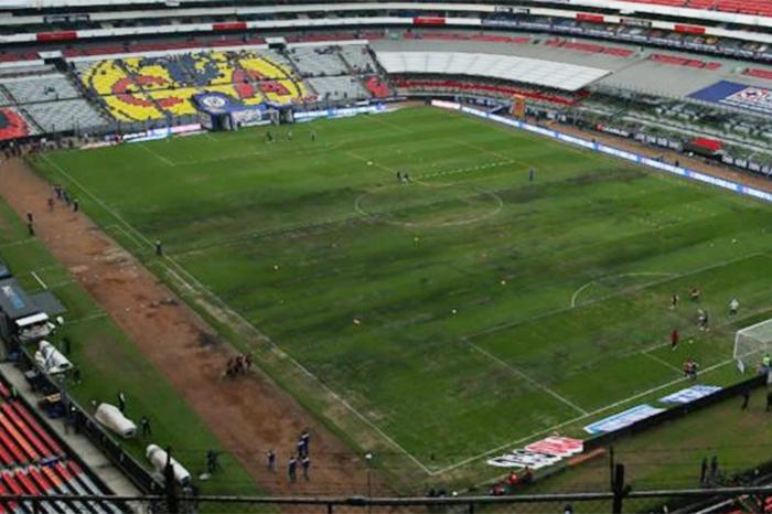 Organizadores de la NFL se encuentran reunidos analizando el tema del pasto  del Estadio Azteca. 5818462bee0