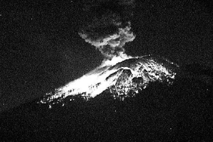 Registra Popocatépetl explosión de 2 km de altura