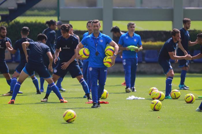 Pizarro da ventaja a Monterrey en la ida contra Cruz Azul
